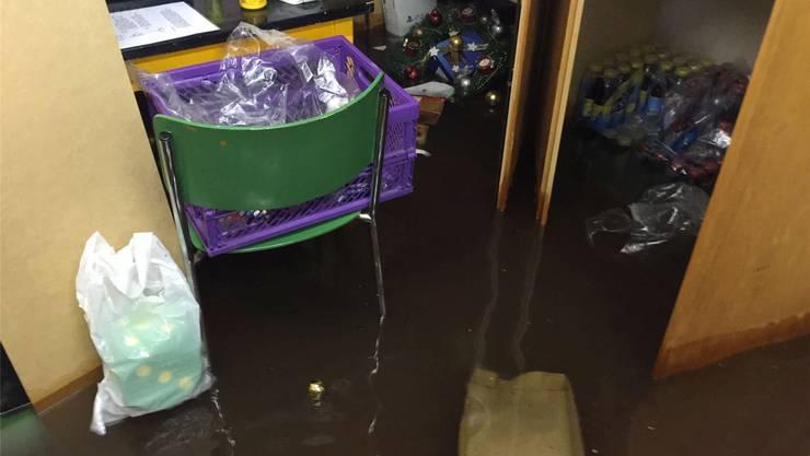 Bis zu 25 Zentimeter hoch stand im Keller des Jugendsozialwerks Baselland das Wasser.