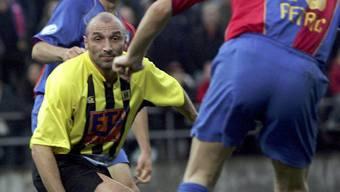 Auch Massimo Ceccaroni spielte für den BSC Old Boys. Hier 2005 im Cupspiel als Spielertrainer gegen den FCB.