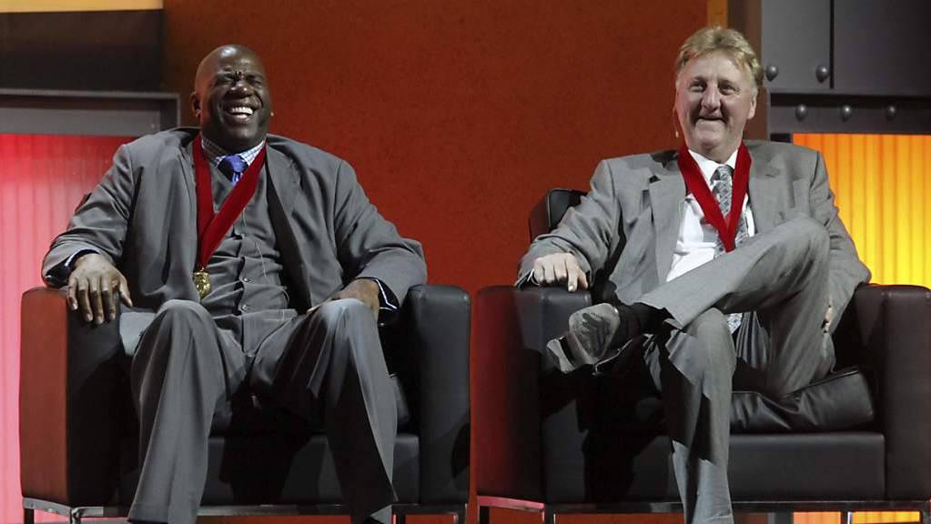 Die Erzrivalen Earvin «Magic» Johnson (links) und Larry Bird im März 2009