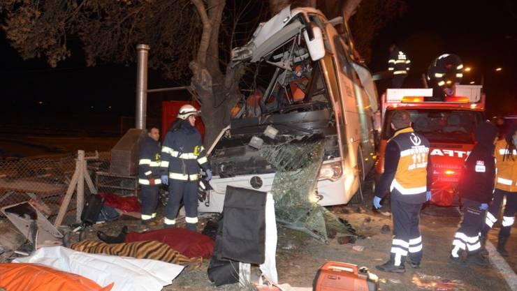 Beim Busunfall starben elf Menschen, viele der Passagiere waren Familien mit Kindern.