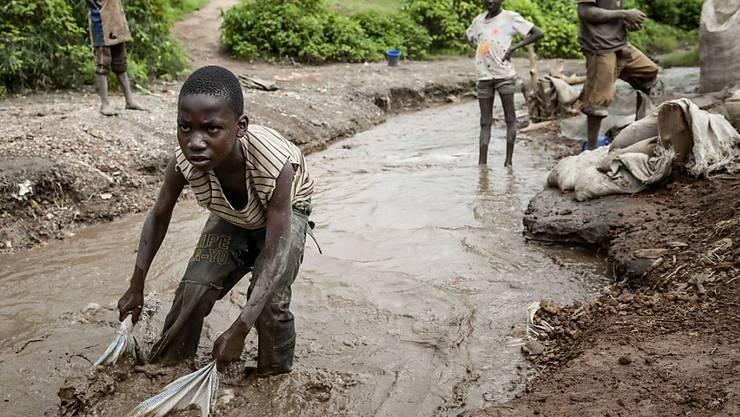 Konzerne sollen für ihr Handeln im Ausland zur Verantwortung gezogen werden können, etwa bei Kinderarbeit. Der Nationalrat diskutiert einen Gegenvorschlag zur Konzernverantwortungsinitiative. (Themenbild)