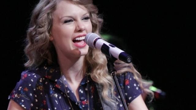 Sie singt nicht nur, sondern bringt nun auch ein eigenes Parfüm auf den Markt: Taylor Swift