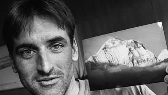 Am Piz Bernina in den Tod gestürzt: Bergsteiger Norbert Joos. Im Bild mit einer Aufnahme des Himalaja, aufgenommen im Jahr 1995.