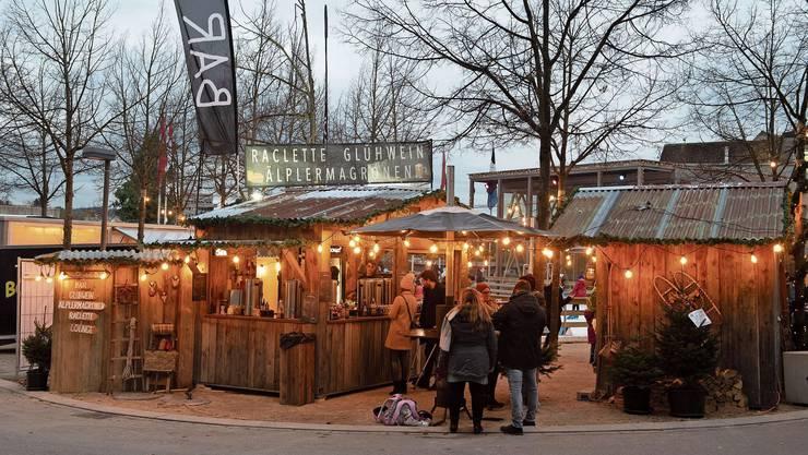 Mitte November eröffnete das «Badener Wunderdorf» auf dem Theaterplatz. Die Stadt unterstützt es mit Werbung und Marketing.