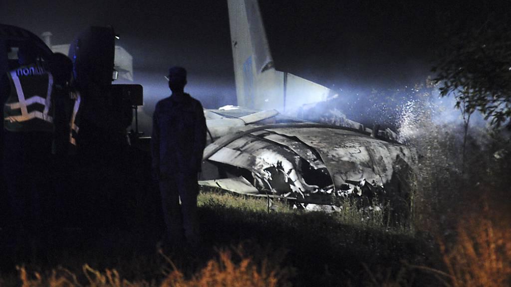 Militärflugzeug in der Ukraine abgestürzt: 25 Tote und zwei Verletzte