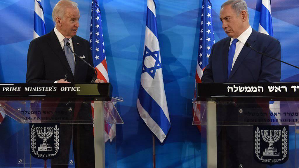 US-Vizepräsident Biden (l.) verurteilt die jüngsten Messerangriffe von Palästinensern. Israels Regierungschef Netanjahu reagiert mit neuen Massnahmen.