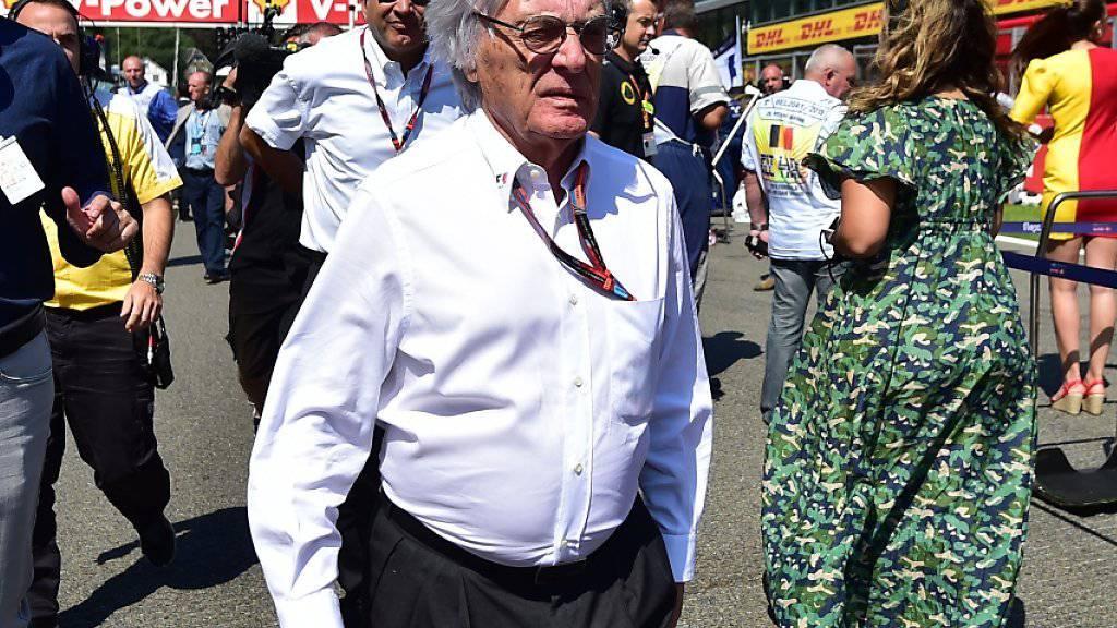 Bernie Ecclestone (im Vordergrund) will die Änderung im Qualifying per sofort einführen