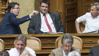 """SP-Präsident Christian Levrat als Gast bei den SVP-Nationalräten. """"Als Aussenminister hat Didier Burkhalter die Schweiz international würdig vertreten"""", schreibt die SP zum Rücktritt von Didier Burkhalter als Aussenminister."""