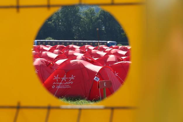 Der Zeltplatz am Eidgenössischen Turnfest, direkt an der Aare.