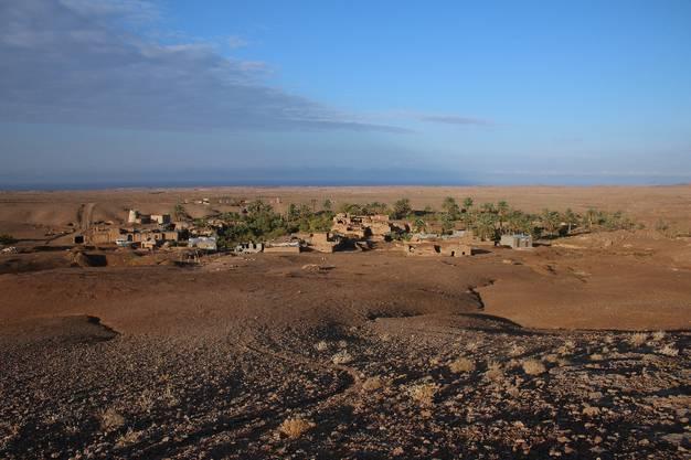 Eigentlich wurde mir versprochen, dass wir in der Wüste zelten werden, doch dazu kam es leider nicht. Ich musste mit einem Oasenstädtchen vorlieb nehmen.