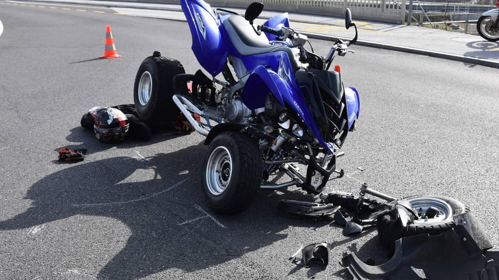 Selbstunfall mit Quad: 6'000 Franken Sachschaden und zwei Verletzte
