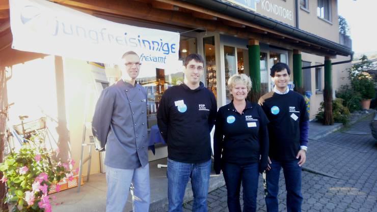 Bäcker Buki Kreyenbühl mit den FDP-Grossratskandidaten Stefan Huwyler, Sandra Ilg und Yatin L. Shah (v.l.n.r.)