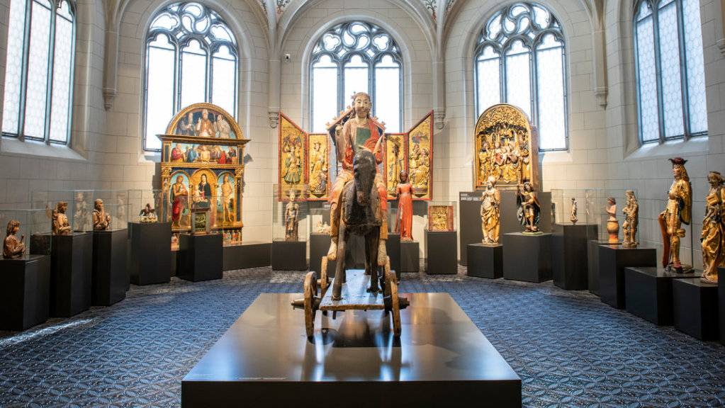 """Die Holzskulptur """"Christus auf dem Palmesel"""" aus dem 11. Jahrhundert ist Teil der Sammlungsausstellung im Landesmuseum in Zürich. Eingerichtet ist die Ausstellung im sanierten Westflügel des Museums."""