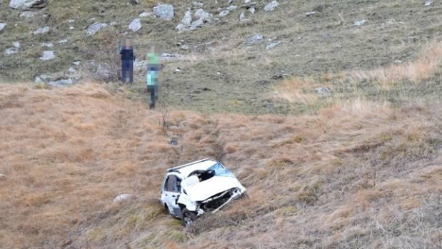 Das Fahrzeug überschlug sich mehrmals, bevor es auf einer Alpwiese auf den Rädern stehen blieb.