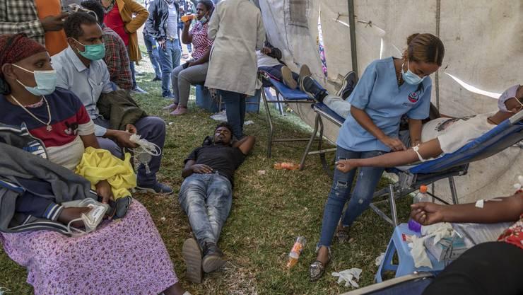 Flüchtlinge in Addis Abeba werden medizinisch versorgt: Äthiopien schlittert in einen Bürgerkrieg.