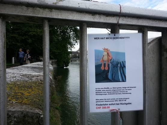 Am Kreuzackerquai sind viele solcher Plakate aufgehängt.