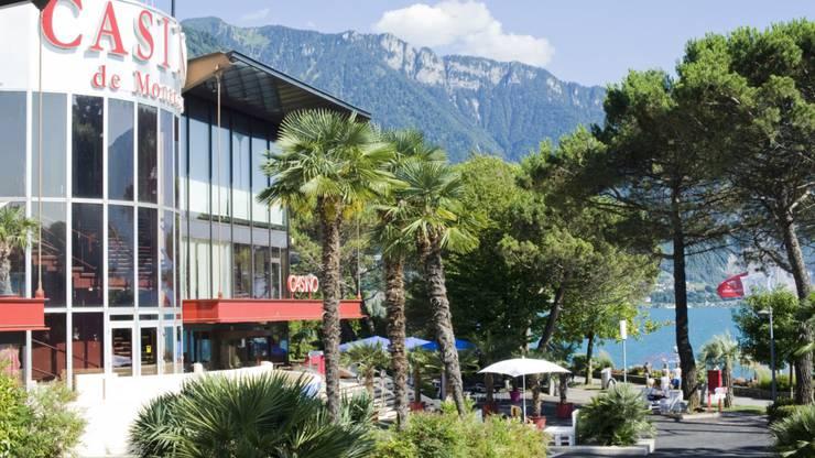 """Das legendäre Casino: Im Eingangsbereich kann man das ehemalige Aufnahmestudio der Rockband """"Queen"""" bewundern. Copyright: Casino Barrière"""
