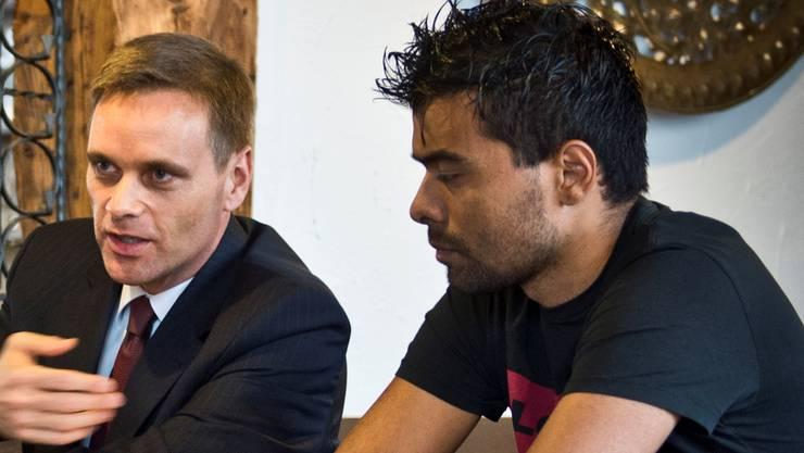 Wellington (rechts) mit seinem Anwalt Jean-Pierre Gallati