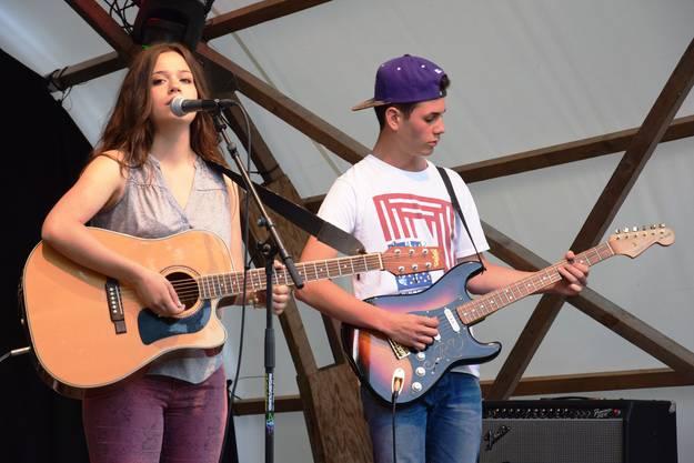 Chiara Dell'Olivo  und Loris Dell'Ava  von der Brugger Band The Schefin