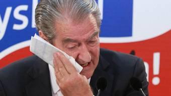 Albaniens Premier Sali Berisha gesteht seine Niederlage ein