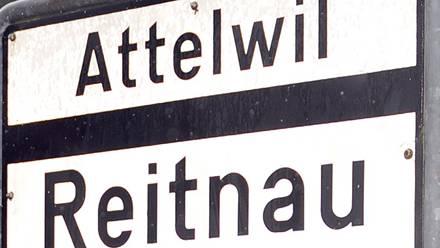 Die Ortstafel Attelwil.