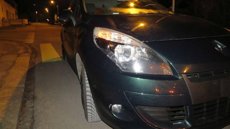 Der Renault wurde vorne rechts leicht beschädigt.