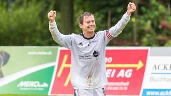 Grosse Freude bei Oberentfeldens Captain Reto Hunziker nach dem erfolgreichen Wochenende.