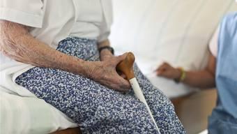 Palliative Care umfasst die Betreuung und Behandlung von Menschen mit einer unheilbaren Erkrankung. (Symbolbild)