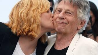 Emmanuelle Seigner (l) steht felsenfest hinter ihrem Mann Roman Polanski (r). Wenn die Oscar-Akademie ihn nicht als Mitglied haben wolle, dann lehne sie die Einladung zu ihrem Beitritt ab. (Archivbild)