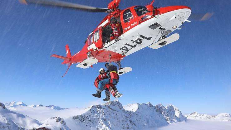 In mehr als der Hälfte der Fälle waren die Rega-Crews für verunfallte Wintersportler im Einsatz. (Archivbild)