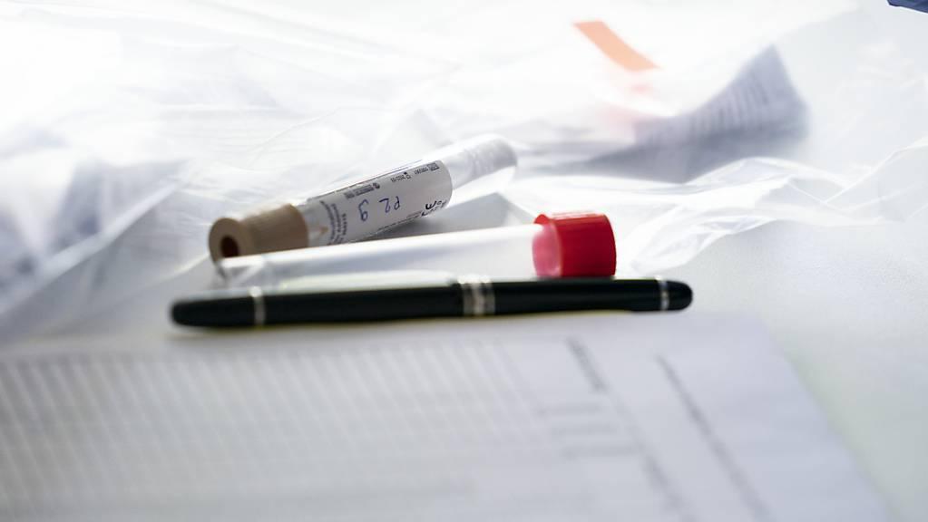 Künftig soll der Bund die Kosten für Corona-Tests nur noch für einfach geimpfte Personen übernehmen. Das schlägt die Landesregierung vor. (Themenbild)