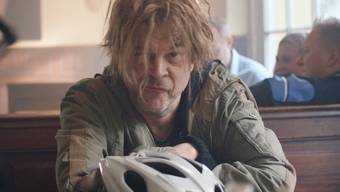 """""""Isches äs?"""" - ein Video schürt Spekulationen: Steckt hinter dem zotteligen Helmut tatsächlich Campino und spielen die Toten Hosen nun am Open Air Gampel 2017 oder nicht?"""