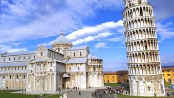 Wahrzeichen von Pisa: Dutzende von Touristenbussen vor den Toren der Stadt, Menschenmassen vor dem Dom, dem Schiefen Turm. (Archiv)