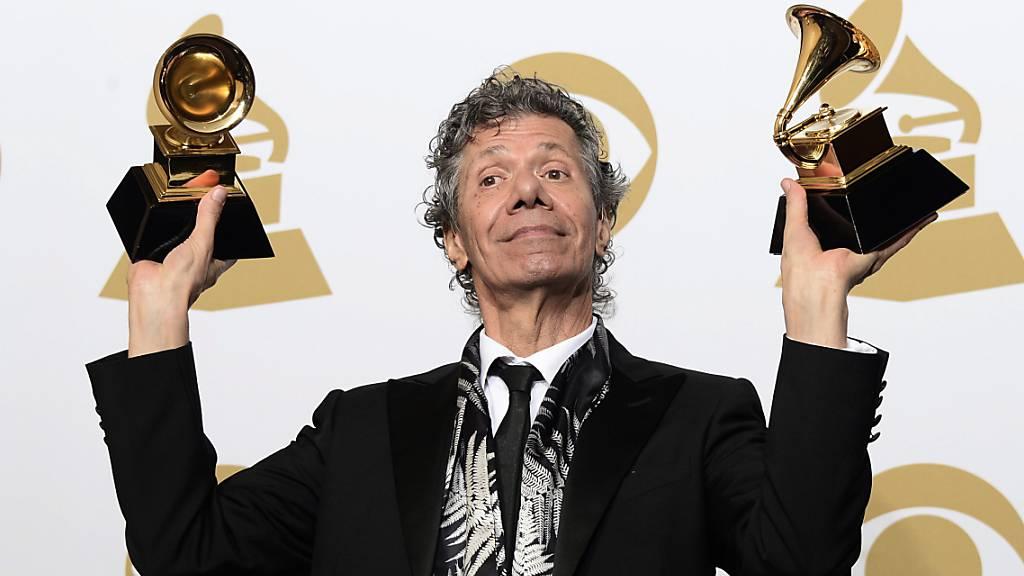 ARCHIV - Chick Corea bei der Grammy-Verleihung 2015. Der Jazzpianist starb im Alter von 79 Jahren. Foto: Paul Buck/EPA/dpa