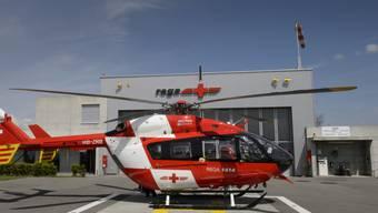 Ein Rega-Helikopter auf der Basis Blecherette bei Lausanne