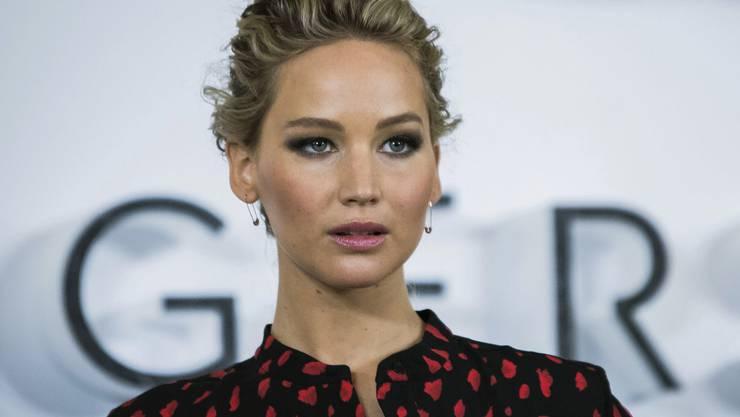 Lässt sich gerne hin und wieder gehen - und schämen tut sie sich deswegen erst recht nicht: Schauspielerin Jennifer Lawrence. (Archivbild)