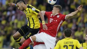 BVB-Stürmer Pierre-Emerick Aubameyang (links) und Bayerns Joshua Kimmich schenken sich nichts