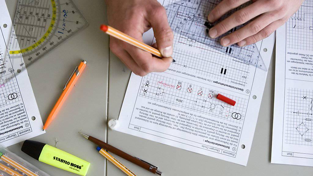 842 neue Gymnasiasten gibt es dieses Jahr im Kanton St.Gallen. Teste unten im Quiz, ob du die Aufnahmeprüfung auch geschafft hättest. (Symbolbild)