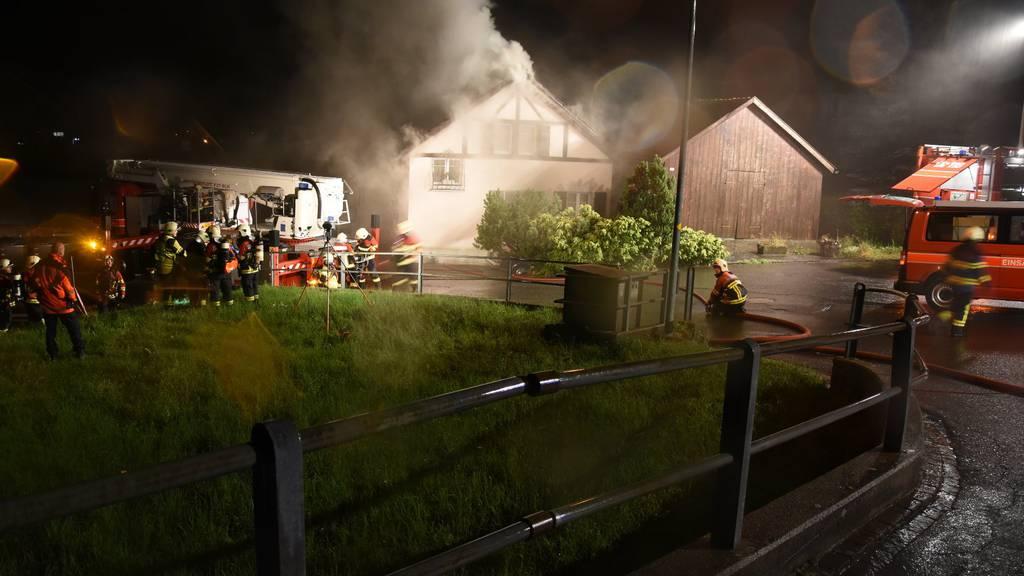 Der Brand im Einfamilienhaus in Heiligkreuz brach im Dachstock aus.