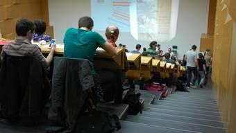 Die bürgerliche Parlamentsmehrheit will, dass Studierende, die Anspruch auf Ausbildungsbeiträge haben, einen Drittel der Stipendiensumme von höchstens 16'000 Franken als Kredit beim Staat beziehen müssen.
