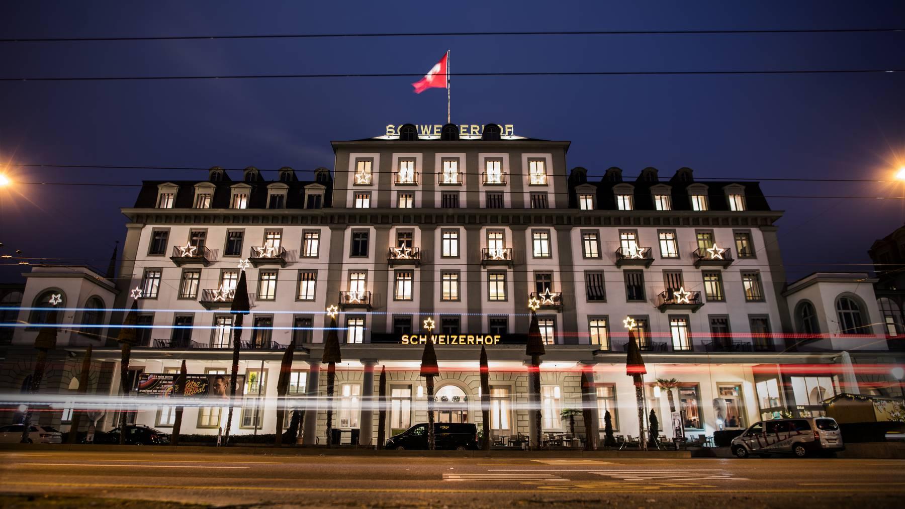 Die Übernachtungen der Luzerner Hotels, im Bild das Schweizerhof, haben sich im November 2020 gegenüber Vormonat halbiert.