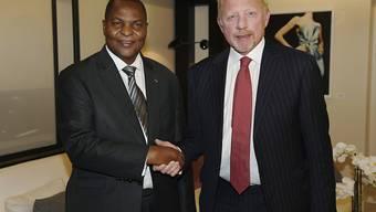 Der einstige Tennis-Star Boris Becker (rechts) beharrt auf der Korrektheit seines Diplomatenstatuses für die Zentralafrikanische Republik bei der EU. (Archivbild)