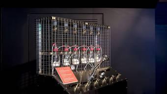 """An der Aroma-Orgel im Alimentarium in Vevey können Besucher eigene Düfte kreieren und so zum """"Aromatiker"""" werden. Das Museum stellt unter dem Jahresmotto """"Nahrung hat ein Gesicht"""" diesen und andere lebensmittelverarbeitende Berufe vor. (zVg)"""
