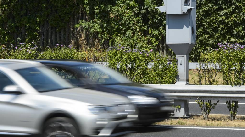 Ein Autofahrer fuhr im April 2014 auf der Autobahn A1 fast doppelt so schnell wie erlaubt. (Symbolbild)