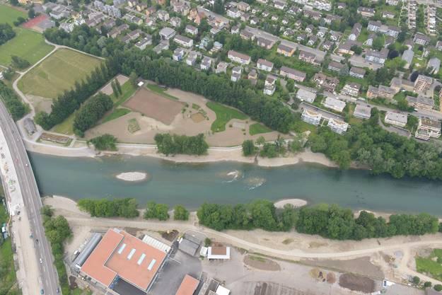 Ebenfalls zur Verlangsamung des Flusses wurden vier kleine Inseln aufgeschüttet