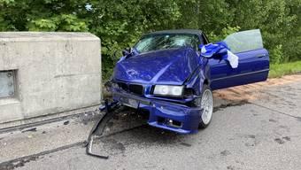 Der Lenker und sein Beifahrer wurden ins Spital gebracht.