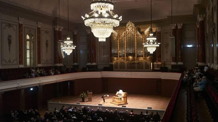 Verneigung vor neuem Instrument: Organistin Iveta Apkalna beim Eröffnungskonzert im Stadtcasino.