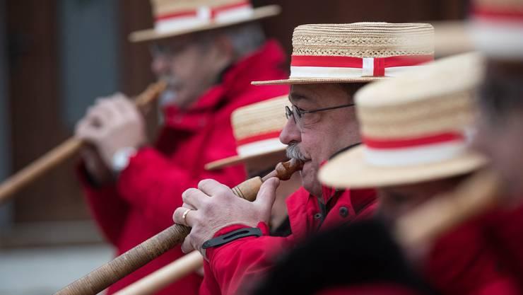 Die Eröffnung der Weihnachtsbeleuchtung startete mit Klängen der einheimischen Alphorngruppe.