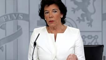 Laut der spanischen  Regierungssprecherin Isabel Celaá will Madrid umstrittene Beschlüsse des Regionalparlaments in Barcelona beim Verfassungsgericht anfechten.