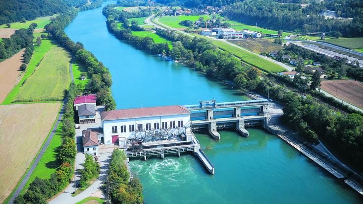 Das Rheinkraftwerk Reckingen in einer Luftaufnahme – links liegt das deutsche Reckingen, rechts das Schweizer Rekingen.